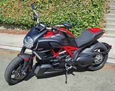 2012-Ducati-Diavel-LSF.thumb.jpg.fc490881912d36d707807dda102e5d18.jpg