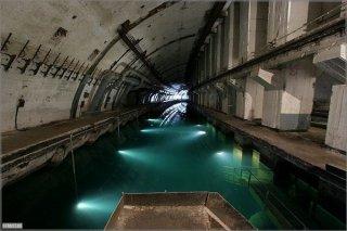 abandoned-russian-submarine-base_2.jpg