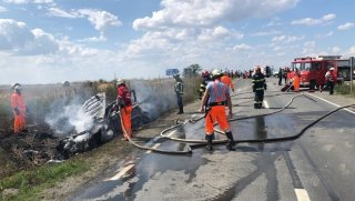 accident-masina-motocicleta-incendiu-2.thumb.jpg.22bf99108f2ebb16562a82d0b2c8301c.jpg